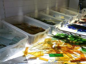 gekleurde glas scherven
