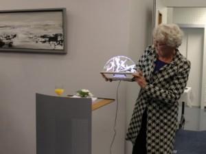 Burgemeester Liemburg met de wikslepriis fierljeppen